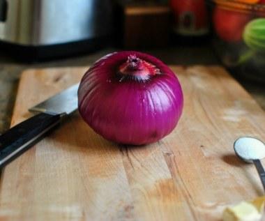 Jak zrobić cebulę z miodem na kaszel?