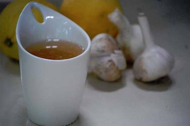 Jak zrobić czosnkową herbatę /© Photogenica