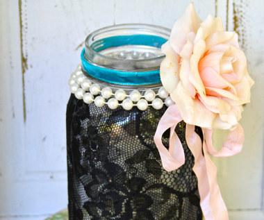 Jak zrobić dekorację ze słoika i koronki na Halloween?
