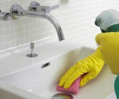 Jak zrobić delikatny środek do czyszczenia umywalki i wanny?