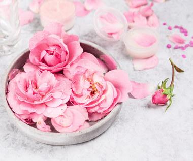 Jak zrobić domową wodę różaną?