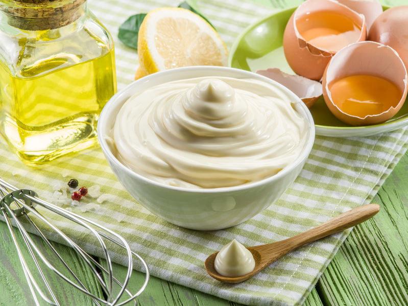 Jak zrobić domowy majonez? /©123RF/PICSEL