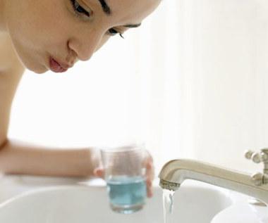 Jak zrobić domowy płyn na afty i do płukania ust?