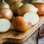Jak zrobić domowy syrop na kaszel z cebuli i orzechów włoskich?
