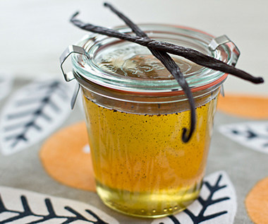 Jak zrobić domowy syrop waniliowy?