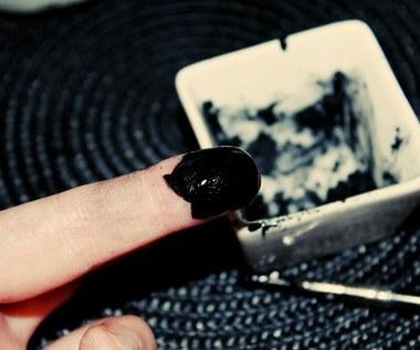 Jak zrobić eyeliner z węgla aktywowanego?