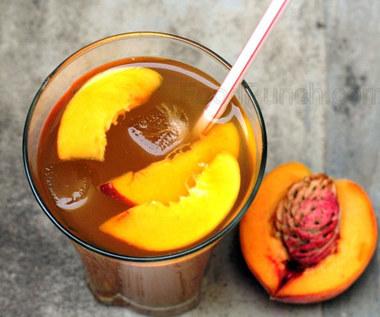 Jak zrobić herbatę brzoskwiniową z prawdziwych owoców?