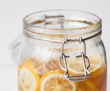 Jak zrobić herbatę miodowo cytrynową?