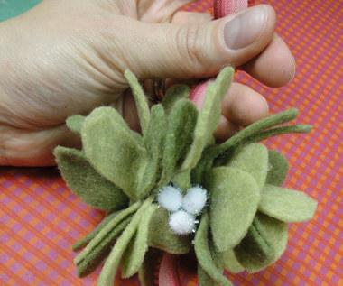 Jak zrobić jemiołę z filcu?