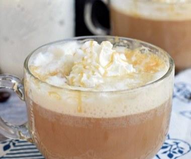 Jak zrobić kawę latte z karmelem