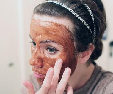 Jak zrobić maseczkę na twarz wygładzającą blizny?