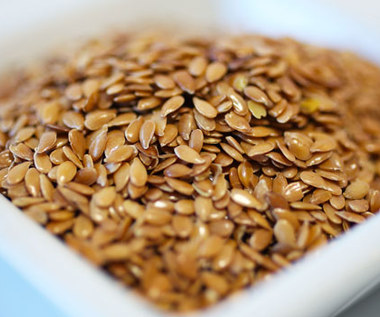 Jak zrobić maseczkę ujędrniającą skórę z nasion lnu?