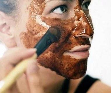 Jak zrobić maseczkę z cynamonu dla skóry trądzikowej?