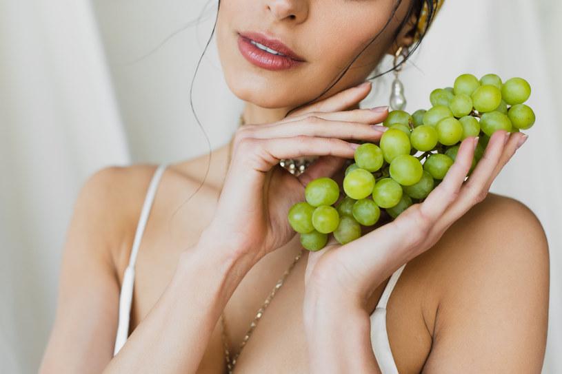 Jak zrobić maseczkę z winogron? /123RF/PICSEL