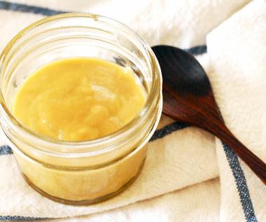 Jak zrobić miksturę z miodu i musztardy do pielęgnacji skóry i włosów?