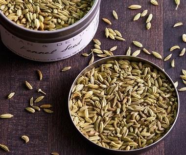 Jak zrobić miód z ziołami na problemy żołądkowe?