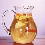 Jak zrobić napój z jabłkiem i cynamonem?