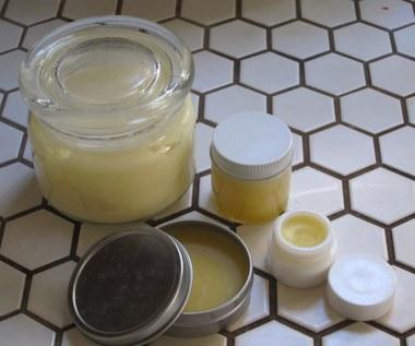 Jak zrobić naturalny balsam na suchą i popękaną skórę?