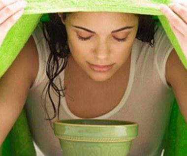 Jak zrobić oczyszczającą parówkę na twarz z trawy cytrynowej?