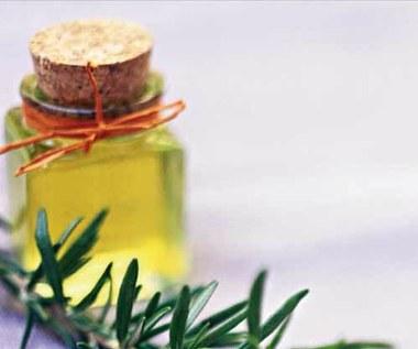 Jak zrobić olej rozmarynowy na rozdwajające się końcówki?