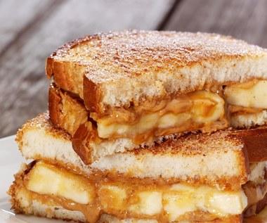Jak zrobić pieczone banany z masłem słonecznikowym na śniadanie?