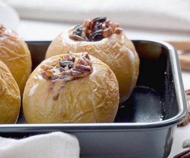 Jak zrobić pieczone jabłka nadziewane orzechami?
