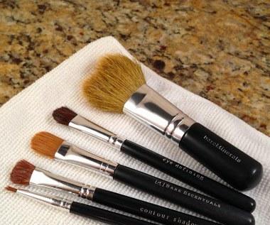 Jak zrobić płyn do mycia pędzli do makijażu?