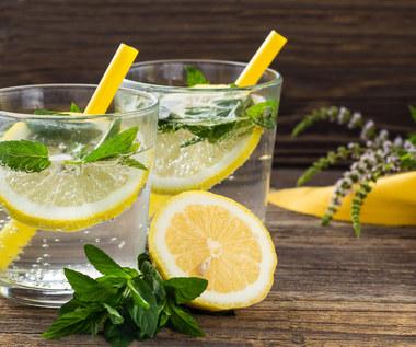 Jak zrobić pyszną lemoniadę na upał? Pięć propozycji