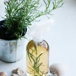 Jak zrobić serum na porost włosów z rumianku i rozmarynu?