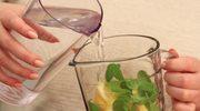 Jak zrobić wodę ogórkową na upalne dni?