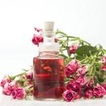 Jak zrobić wodę różaną? Przepisy