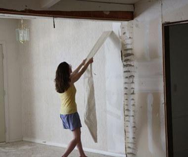 Jak zrywać tapetę z pomocą domowego środka?