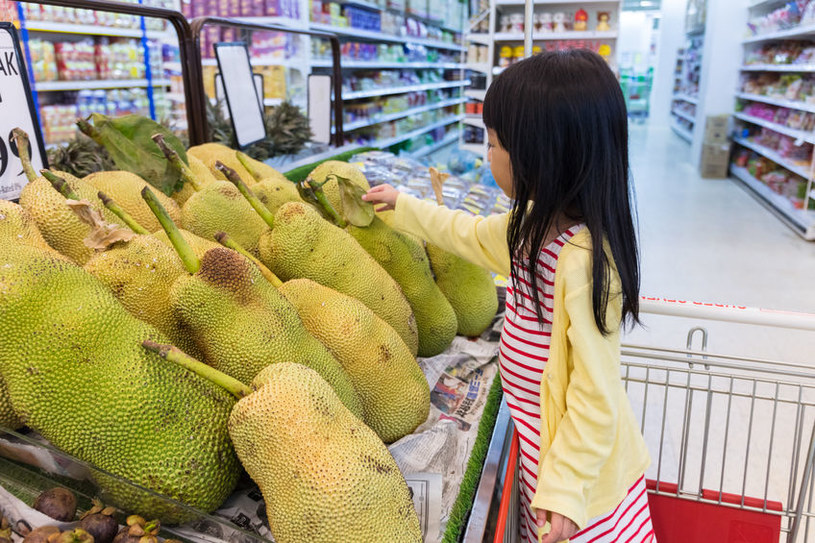 Jakcfruity w sklepie /©123RF/PICSEL