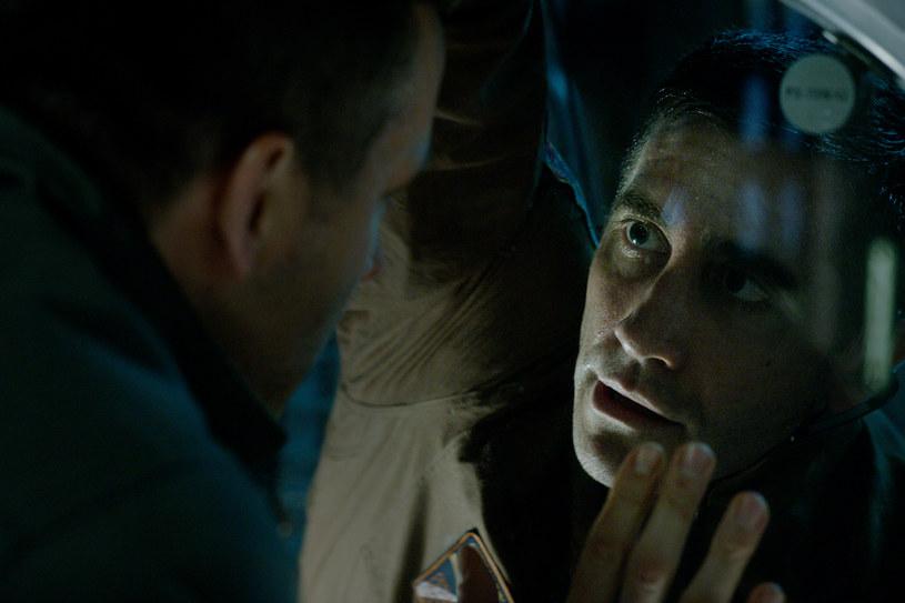 """Jake Gyllenhaal w scenie z """"Life"""" /materiały prasowe"""