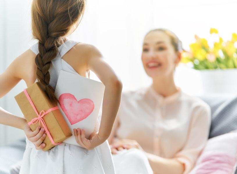Jaki prezent wybrać na Dzień Dziewczyny? Podpowiadamy. /123RF/PICSEL