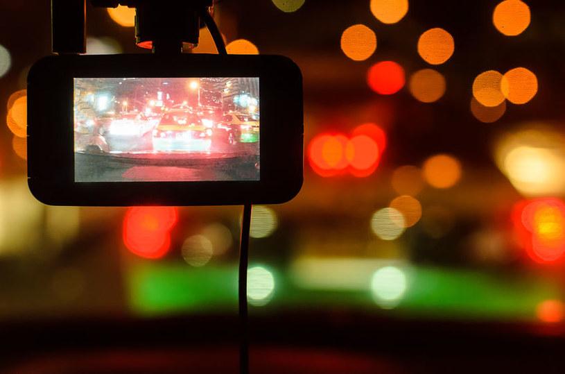 Jaki wideorejestrator samochodowy wybrać? /123RF/PICSEL