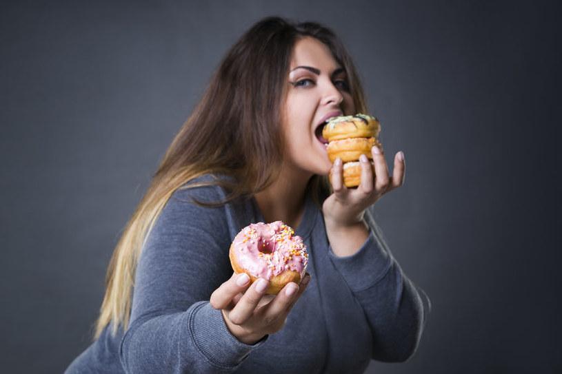 Jaki związek z otyłością ma leptyna? /©123RF/PICSEL