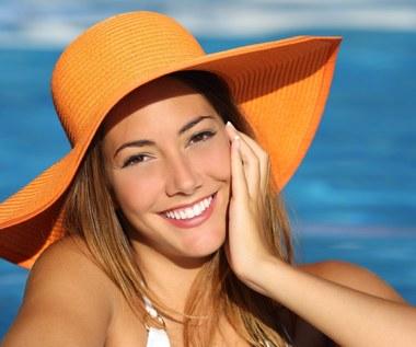 Jakich kosmetyków i zabiegów unikać latem?