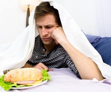 Jakich produktów nie należy jeść przed snem?