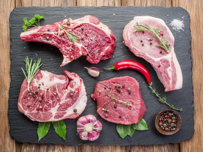 Jakich przypraw użyć, aby wydobyć smak mięsa? /©123RF/PICSEL