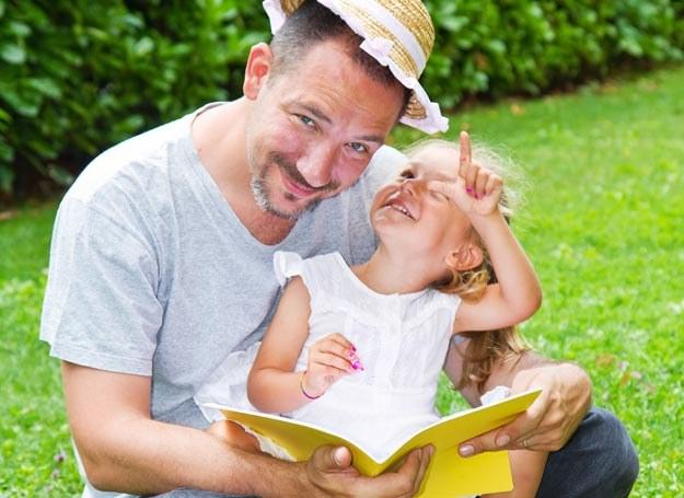 Jakie bajki czytać dziecku, by wyegzekwować mówienie prawdy? /123RF/PICSEL