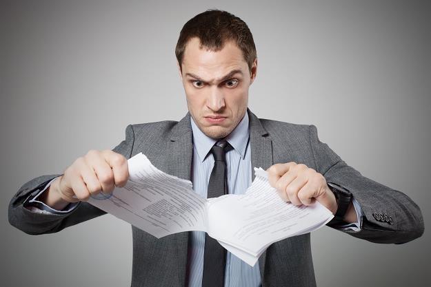 Jakie mogą być konsekwencje zerwania umowy z pośrednikiem? /©123RF/PICSEL