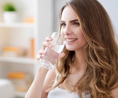 Jakie mogą być oznaki niedoboru wody w organizmie?