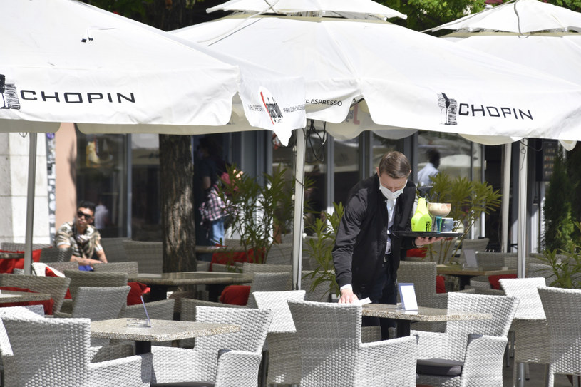 Jakie obostrzenia będą obowiązywały w lokalach gastronomicznych? /Albin Marciniak/East News /East News