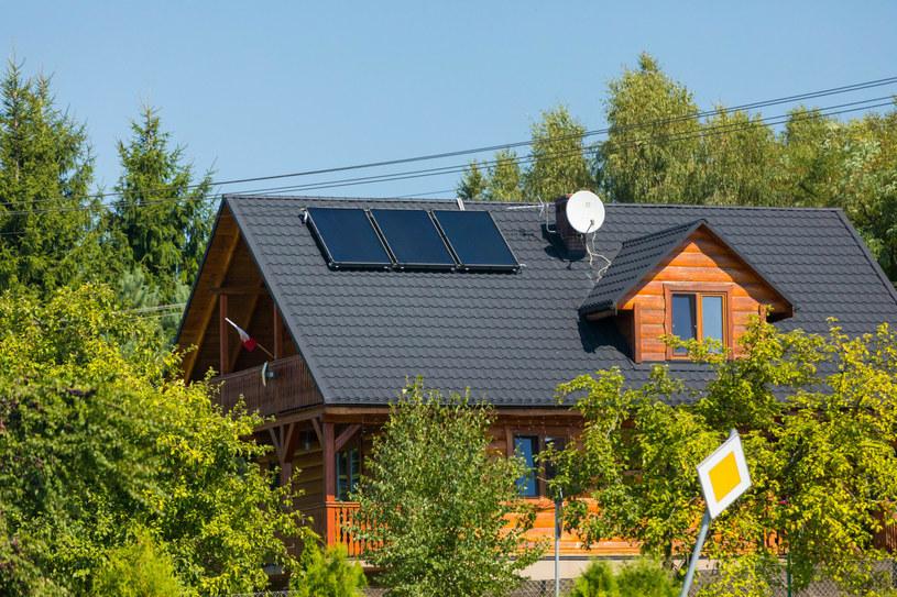 Jakie powinno być dofinansowanie dla budujących panele fotowoltaiczne? /Arkadiusz Ziółek /East News