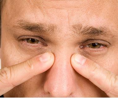 Jakie są objawy przy zespole suchego oka