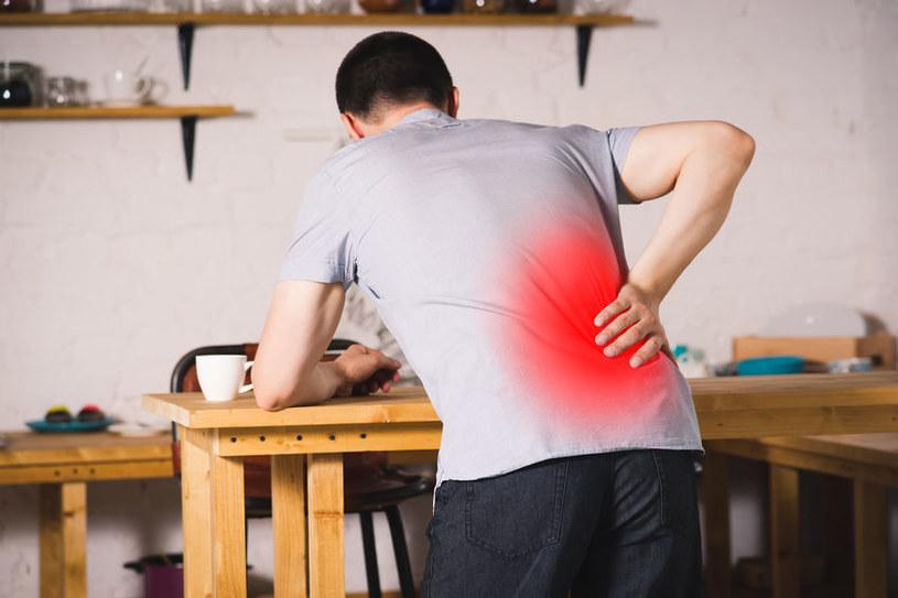 Jakie są przyczyny bólu pleców? /©123RF/PICSEL