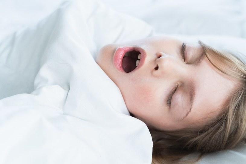 Jakie są przyczyny nadmiernej senności? /123RF/PICSEL