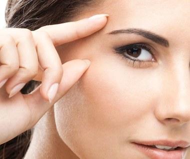 Jakie są skuteczne sposoby na odmłodzenie naszych oczu?