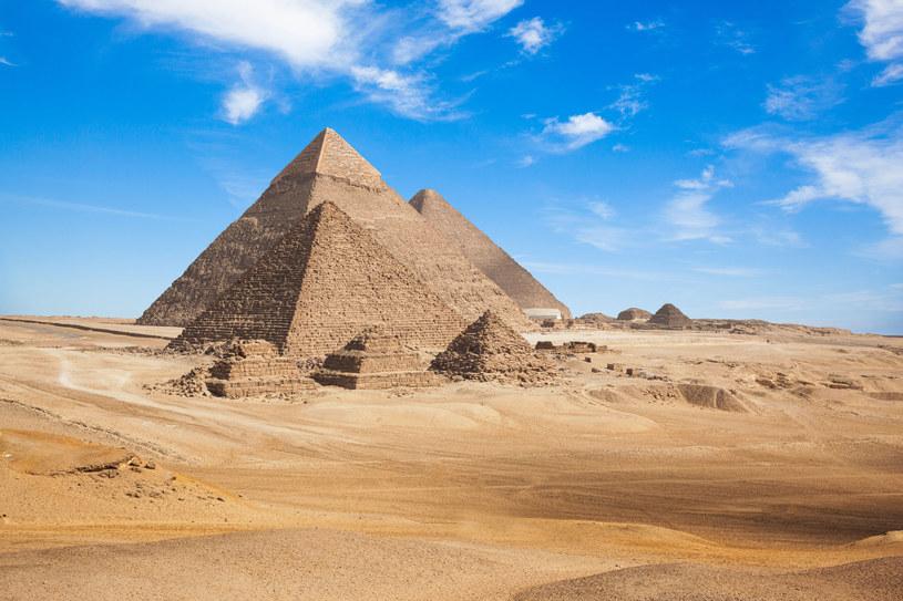 Jakie tajemnice skrywają piramidy w Gizie? /123RF/PICSEL